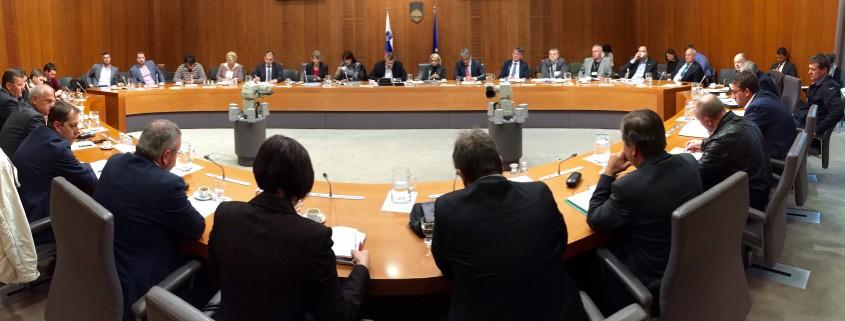 Srečanje vodstva z župani v DZ