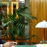 Janko Veber v pisarni DZ