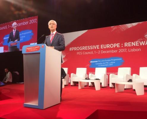 Jernej Pikalo med razpravo na zasedanju PES